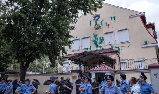 Украинское правительство отреагировало на ночное происшествие возле консульства