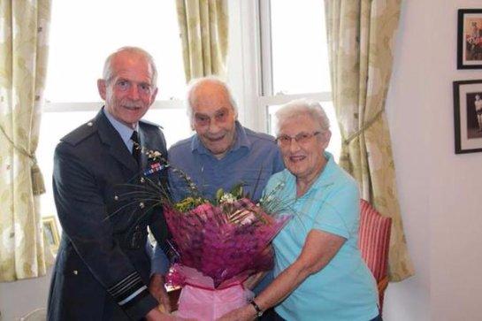В Британии поженились 91-летняя невеста и 103-летний жених