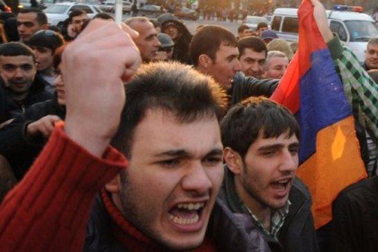 Армения близка к украинскому сценарию