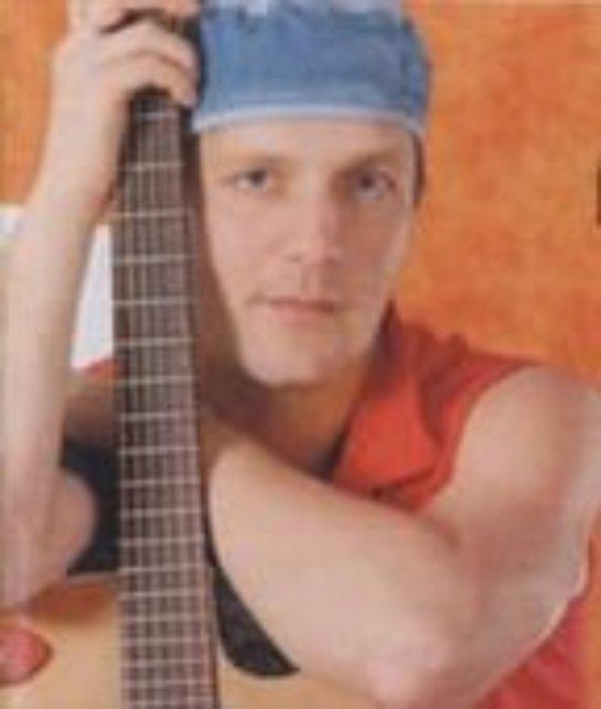 После длительной болезни не стало известного сибирского музыканта Алексея Костюшкина