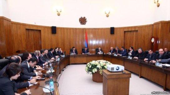 Правительство Армении пошло на уступки протестующим