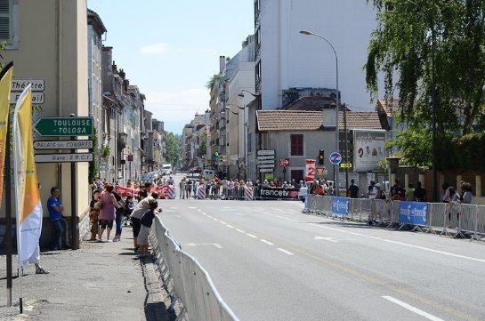 Французская полиция обстреляла автомобиль, который въехал в ограждения гонок