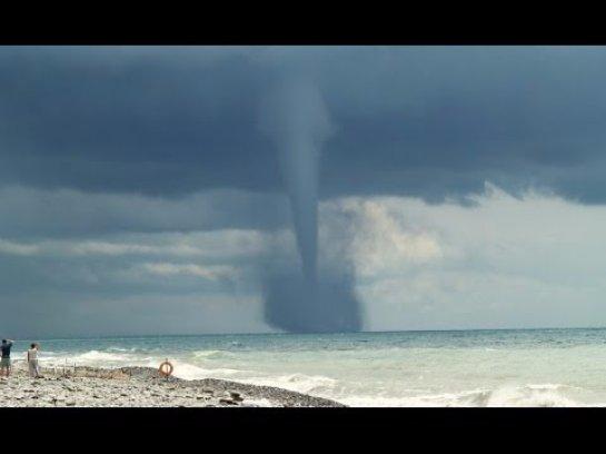 На побережье Черного моря сохраняется опасность появления смерчей