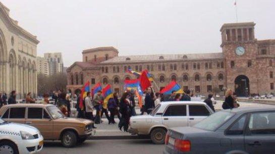 В Ереване прошел легальный марш протеста