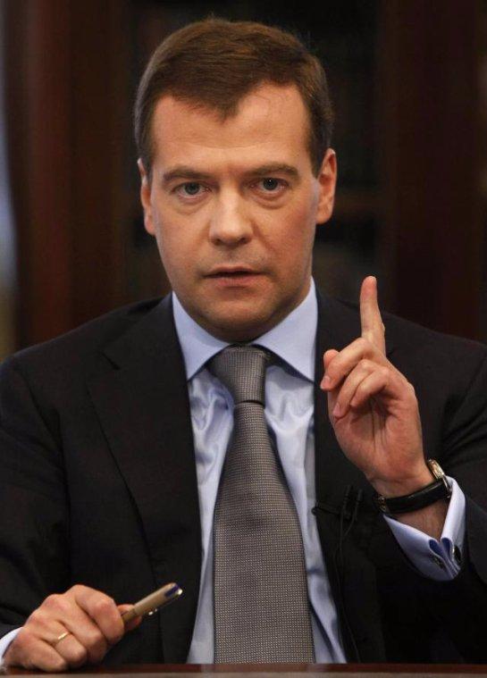 Дмитрий Медведев заявил, что размер пособия для безработных граждан должен быть на таком уровне, чтобы те хотели искать работу