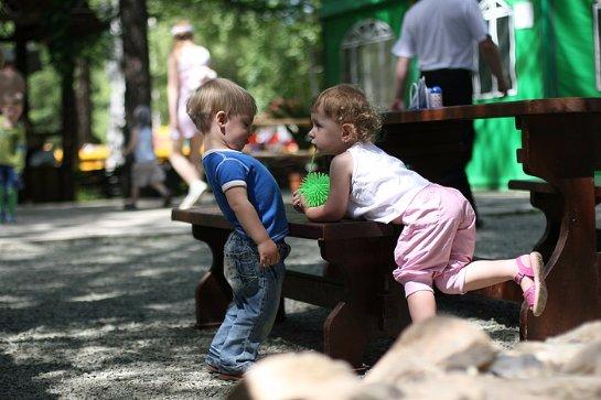 Ученые определили, что дети, зависимые  от телевидения, плохо учатся общению