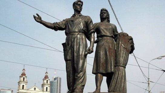 В столице Литвы демонтировали советские памятники