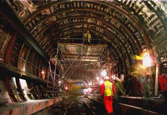 Транспортная компания Eurotunnel хочет компенсации от Англии и Франции за проблемы с нелегалами