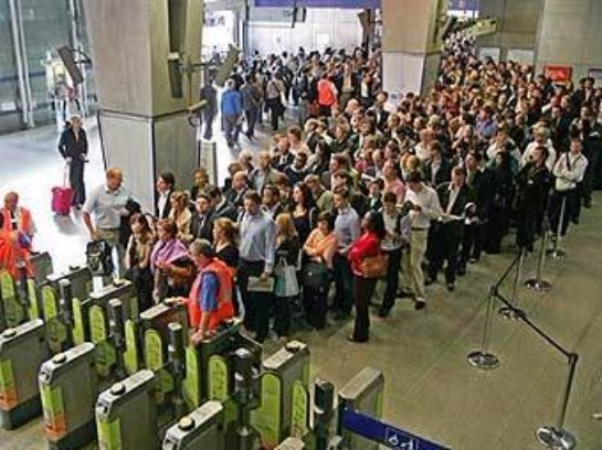 В Лондоне бастуют служащие метро