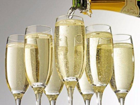 Шампанского для празднования Нового года может не хватить