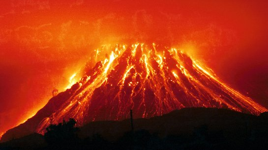 На японском острове ожидают извержения вулкана