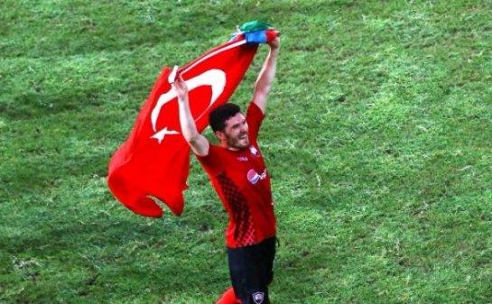 Игроки азербайджанского клуба развернули футболку подозреваемого в убийстве партнера по команде (ВИДЕО)