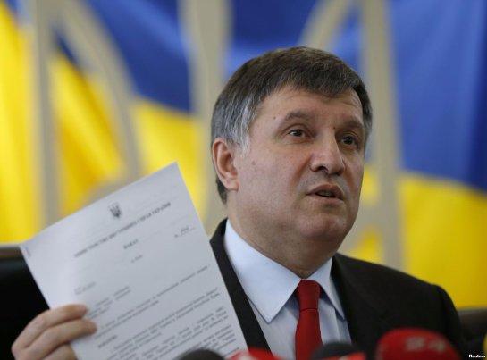 Глава МВД Украины предстанет перед судом за официальные разговоры на русском