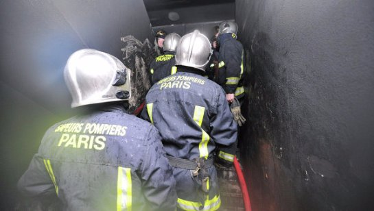 На севере Парижа произошел крупный пожар, который унес жизни людей