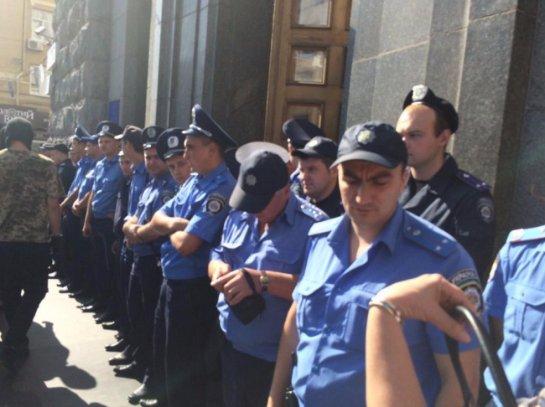 Украинские радикалы штурмовали харьковский горсовет