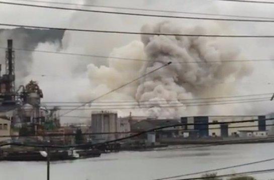 Японский алюминиевый завод начал гореть после взрыва