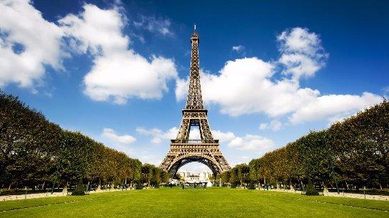 В целях безопасности Эйфелева башня была закрыта несколько часов
