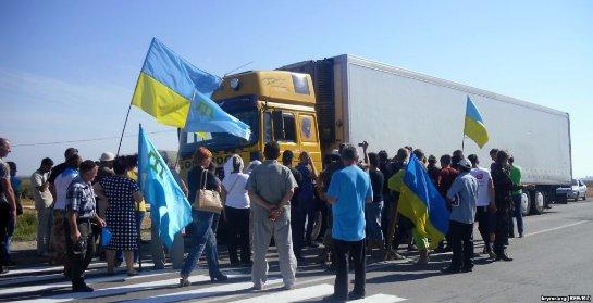 Петр Порошенко пытается вернуть Крым с помощью продуктовой блокады