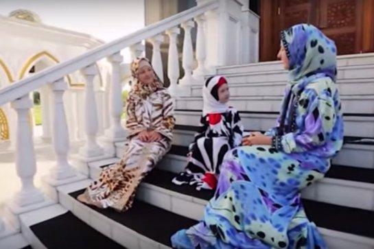 Дочери Рамзана Кадырова снялись в клипе, в котором речь идет об исламе