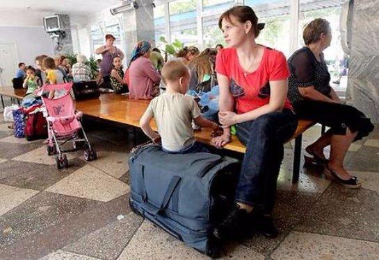 Украинский премьер посоветовал беженцам из Донбасса обращаться за помощью к России