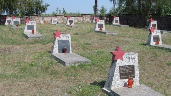 Могилы советских солдат в Польше осквернили... дети