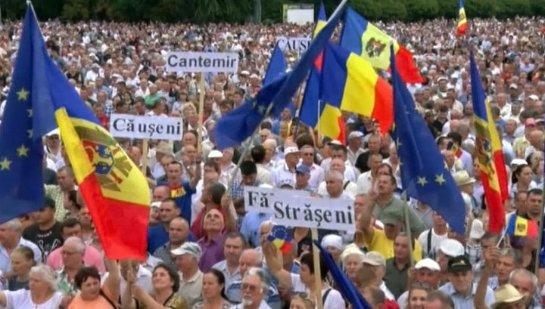 В Молдавии после протестов последовало мирное шествие