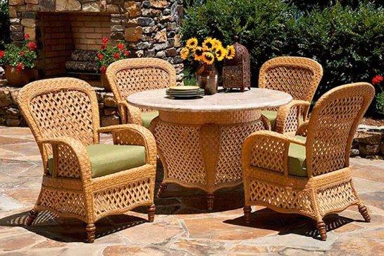 Плетеная мебель дома или на даче