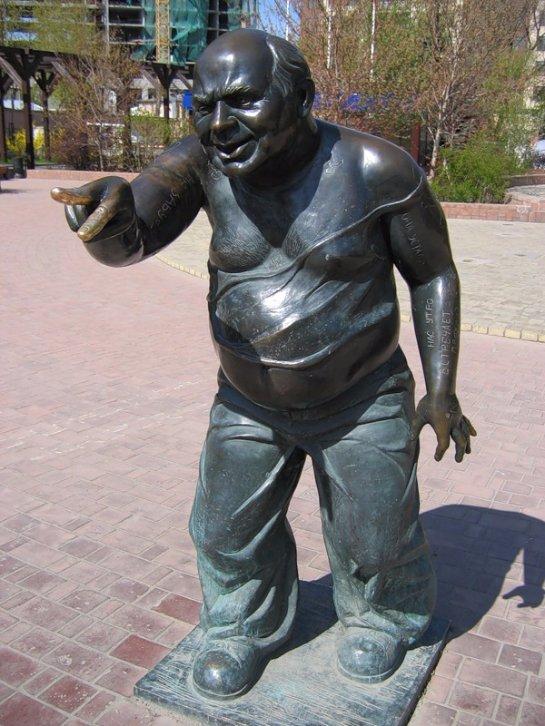 Памятник актеру Евгению Леонову сдан на металлолом