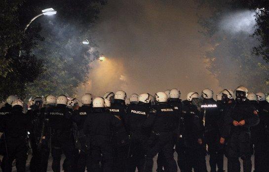 Черногорская полиция разгоняла демонстрантов слезоточивым газом