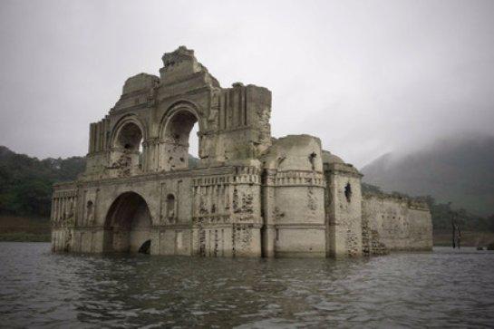 В Мексике восстал из воды древний храм