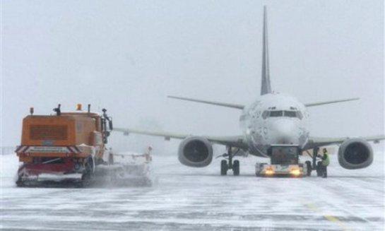 Движение в московских аэропортах затруднено из-за снегопада