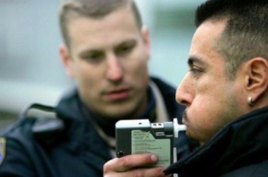 Водителей могут снова начать проверять с помощью алкотестеров