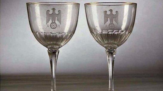 В Германии прошел аукцион, на котором было продано столовое серебро Адольфа Гитлера