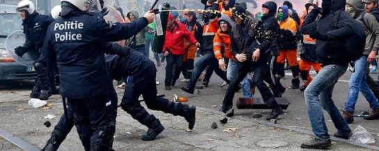 Лондонские студенты подрались с правоохранителями во время митинга