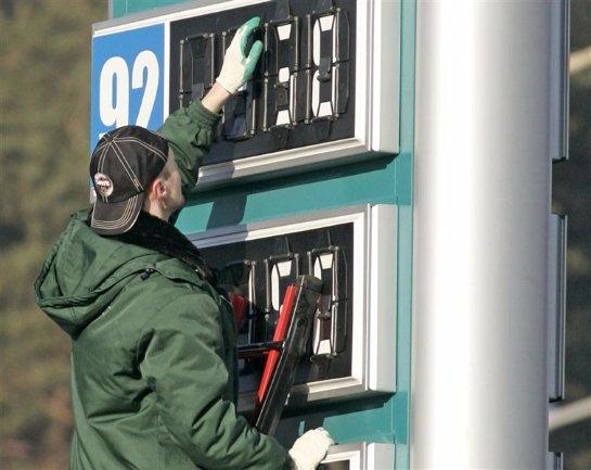 Цены на бензин в Крыму решено временно заморозить, чтобы защитить население