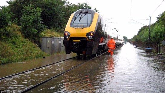 В Великобритании продолжают бороться с наводнением