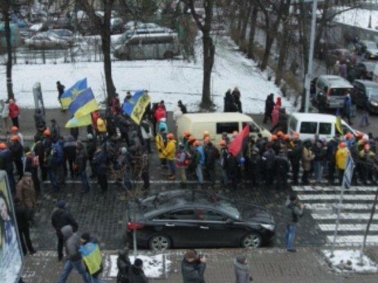 В Киеве заблокировано движение. Народ спрашивает с власти отчет о работе