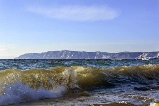 В Байкале снова падает уровень воды