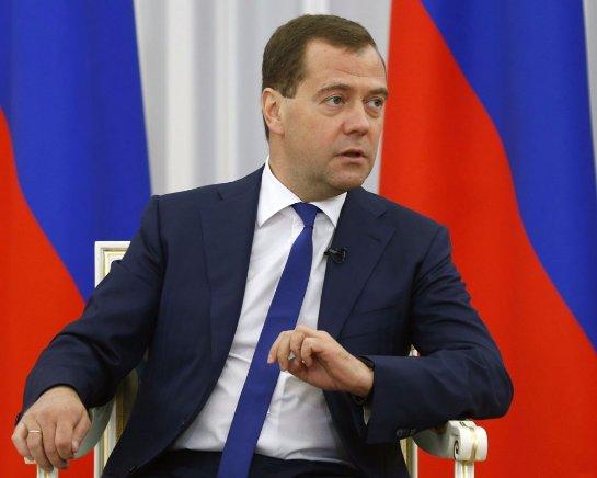 Дмитрий Медведев сообщил, что правительство будет работать и в праздничные дни, если этого потребует обстановка в стране