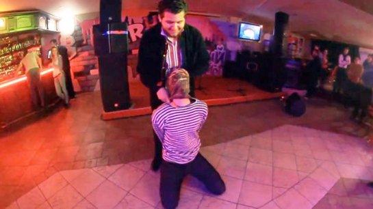 На киевской вечеринке устроили спектакль, в котором ИГИЛ казнил российского пилота