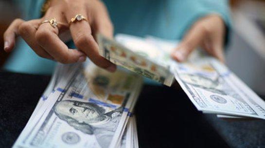 Китайские банки блокируют продажу долларов