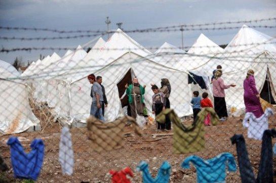 Британцы протестуют против строительства лагеря для беженцев во Франции