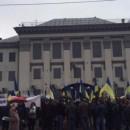 Митинги возле посольства РФ в Киеве продолжаются