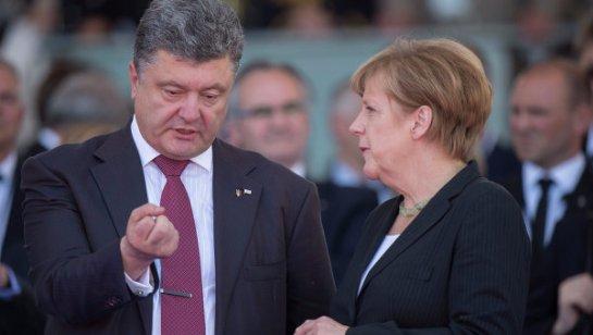 Петр Порошенко попросил Меркель не снимать антироссийские санкции