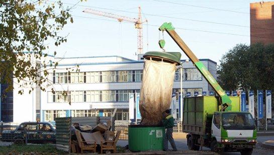 Крымских чиновников, ответственных за чистоту улиц, наградили мусором