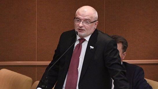 Клишас считает, что нельзя запрещать выезжать за границу самозанятым россиянам