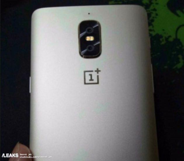 OnePlus 5 позирует перед камерой